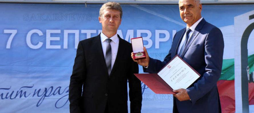 """Изпълнителният директор на """"Мини Марица – изток"""" получи почетен знак на община Раднево"""