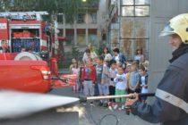 Пожарникари направиха демонстрация по гасене на пожари и спасяване на хора
