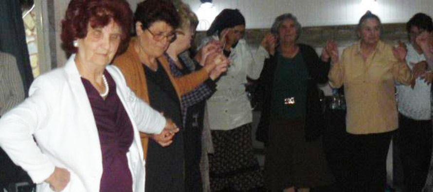 """Членовете на пенсионерски клуб """"Топола"""" отпразнуваха Деня на възрастните хора"""
