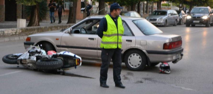 Мотоциклетист пострада при сблъсък с Мазда