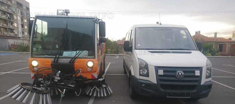 Мотометачна машина чисти улиците в Любимец