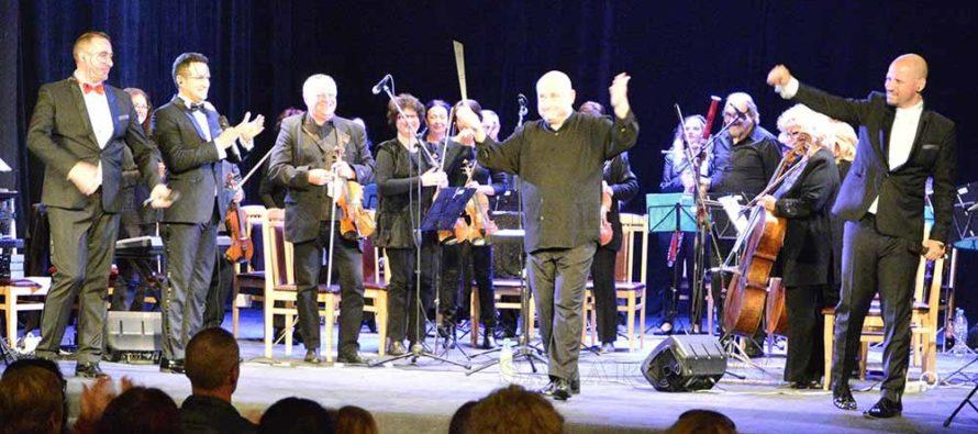 """""""Тенорите"""", оркестър """"Симфониета"""" и димитровградчани се забавляваха на концерт"""