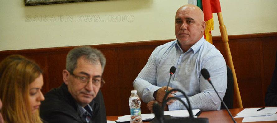 Кмет предлага да се издаде книга с доносите срещу общината