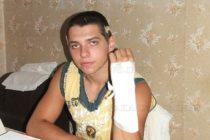 Охранители бият тинейджъри в бар