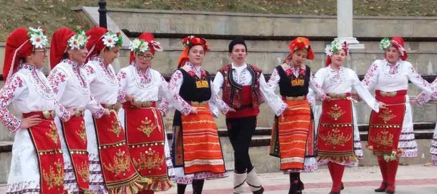 """Танцьори се хванаха  на """"Хоро в сърцето  на Родопите"""""""