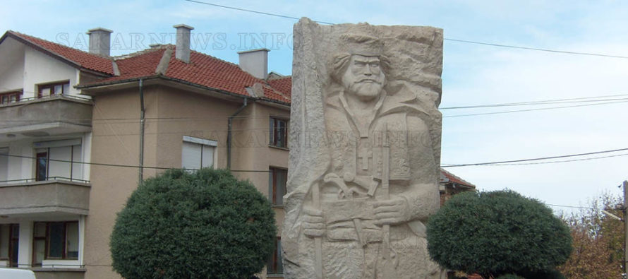 Поставиха паметника на легендарния войвода Кара Кольо