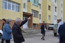 Собственици негодуват от  некачествено саниране на блок