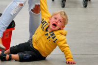Как трябва да реагираме, когато детето се тръшка?