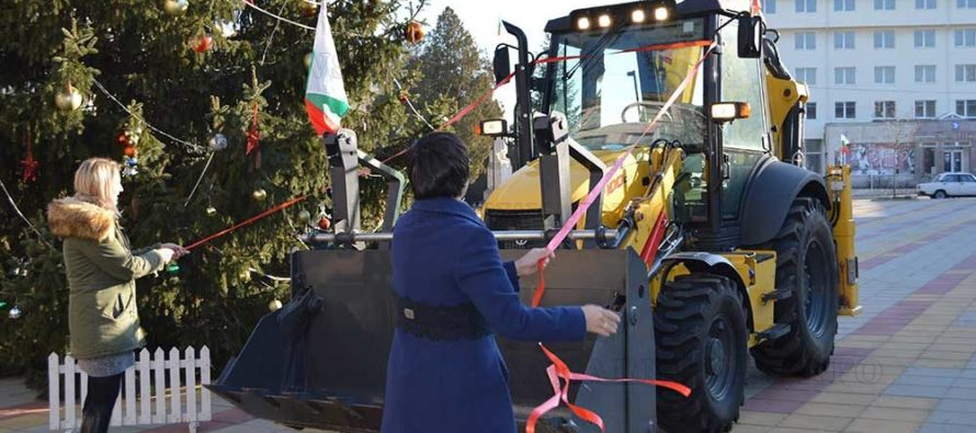 Нов багер е Коледно – новогодишния подарък за община Тополовград