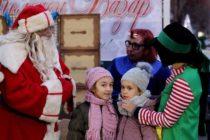 Дядо Коледа провокира с въпроси очакващите го в Свиленград