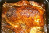 Коледна пуйка с кестени и кайма