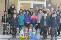 Деца и възрастни събират амбицирано капачки