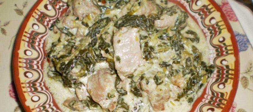 Свинско със спанак и сметана на тиган