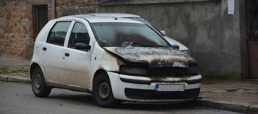 """Изгоря Ситроен и предницата на Фиат """"Пунто"""""""