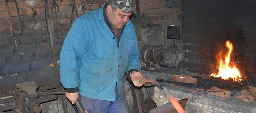 """Иван Кръстев от с. Хлябово:  """"Няма мераклии за моя занаят"""""""