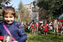Заветът на Дякона стои извезан в духовното небе над България
