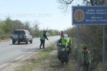 Община почиства държавни пътища