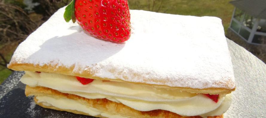 Милфьой с крем с бял шоколад и ягоди