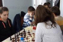 Момиче спечели медал на шахматен турнир