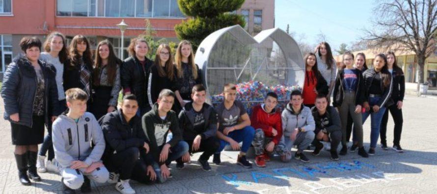 """Ученици от Любимец се включиха в кампанията """"Капачки за бъдеще"""""""