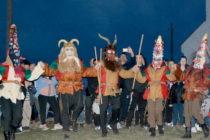 Кукери се появиха край огъня на Сирни Заговезни в Харманли