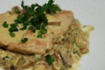 Пилешко къри с картофи и спанак
