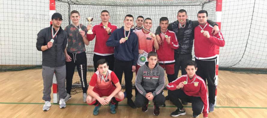 """Хокеисти на """"Хеброс"""" станаха шампиони  на Държавно първенство"""