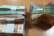 Иззеха € 64 000 от джобове на пътник на границата