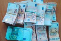 Контрабандна валута за над 210 000 лв.  откриха в чанта за документи