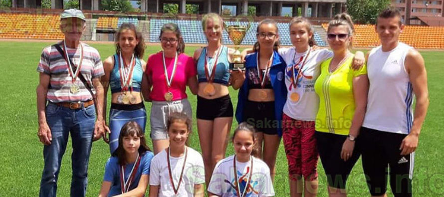 """Тимът на """"Вазов"""" нареди десета  златна купа към колекцията си"""