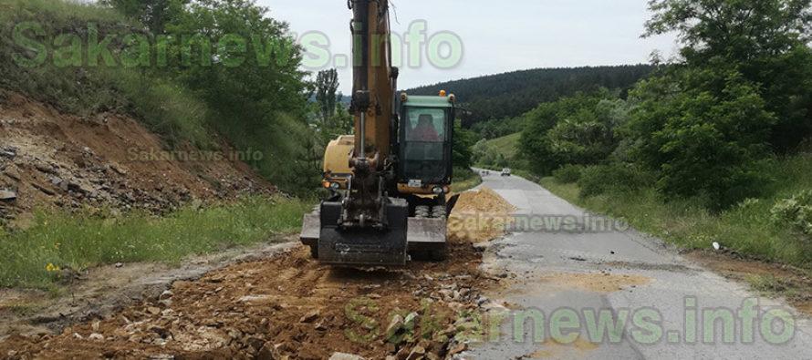 Ремонтираха частично лоши пътища в община Тополовград