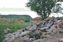 Строителни отпадъци  замърсяват поляна край с. Бисер