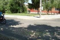 След асфалтирането на улици  по някои вече има кръпки