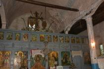 Рушаща се колона застрашава православен храм от срутване