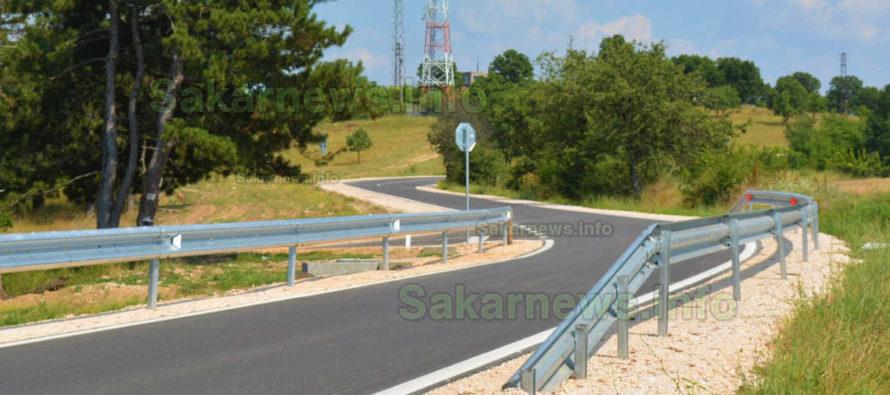 Красив път  води до село  Надежден