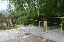 Най-стръмната улица в с. Орешник се сдоби със стълби