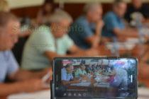 Общински съветници са против избиването на здрави свине