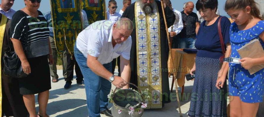 С освещаване на кръстно  знамение започнаха празниците за 50 години Любимец