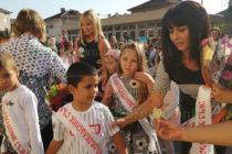 """Питка с мед и звънец  приветстваха учениците в НУ """"Алеко Константинов"""""""