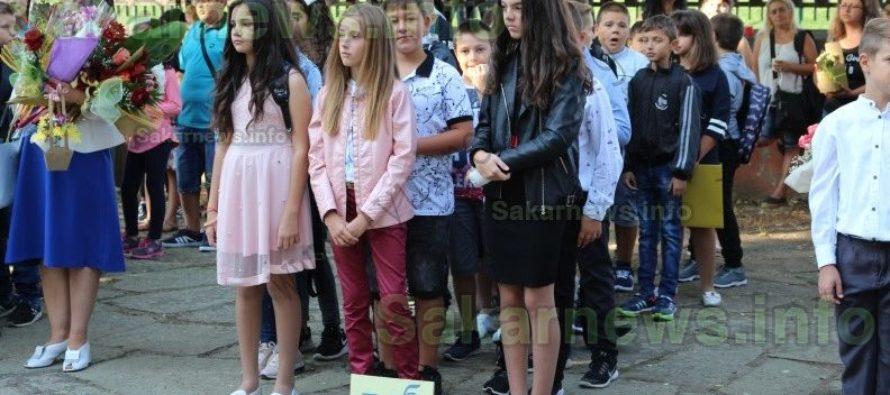 Училищният звънец огласи дворовете  на учебните заведения в Любимец