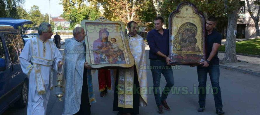 Чудотворни икони днес бяха донесени в Харманли