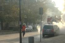 Изгоря предната част на паркиран Фолксваген