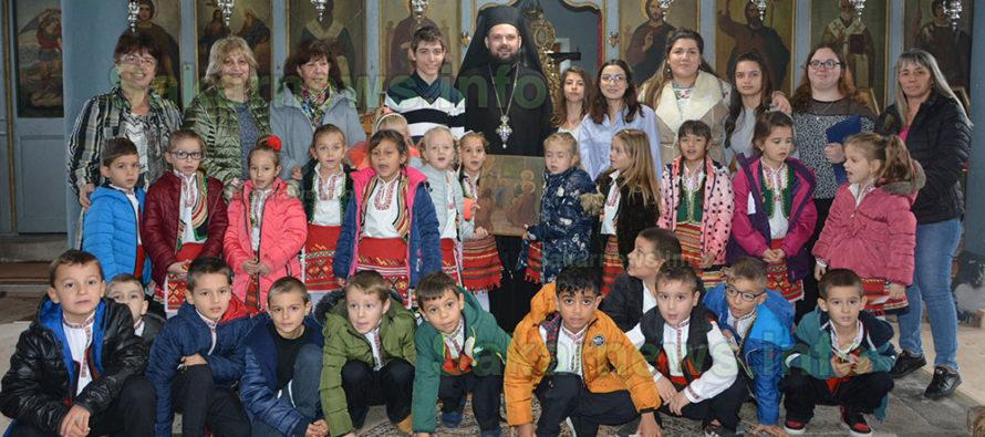 Малки и големи деца посетиха храм  за Деня на християнското семейство