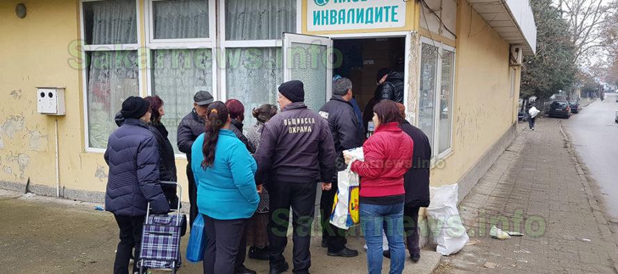БЧК продължава раздаването на хранителни пакети