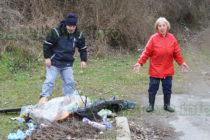 Доброволци и служители от Общината чистиха боклуци