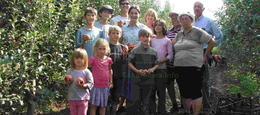 Новозеландско семейство с осем деца пристигна в с. Бисер