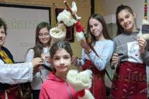 Млади момичета изпредоха  първите си нишки с хурки