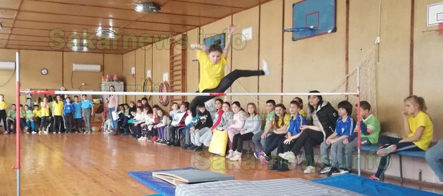 Ученици почетоха Дякона с Лъвски скок