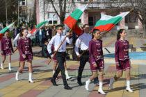 Площадът в Тополовград се изпълни  с народ на Трети март