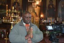 Идрис Дин от Кот д'Ивоар се моли в свиленградска църква на английски